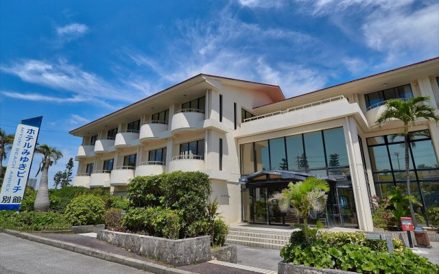 Hotel Miyuki Beach Центр Окинавы вид на фасад