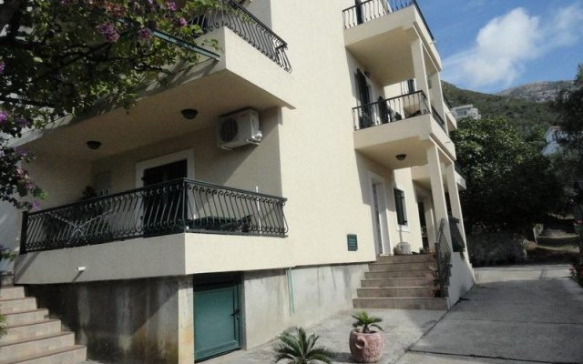 Apartments & Rooms M