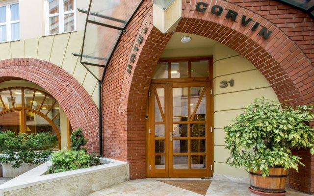 Отель Corvin Hotel Budapest - Sissi wing Венгрия, Будапешт - 2 отзыва об отеле, цены и фото номеров - забронировать отель Corvin Hotel Budapest - Sissi wing онлайн вид на фасад