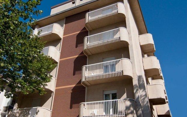 Hotel Little Римини вид на фасад