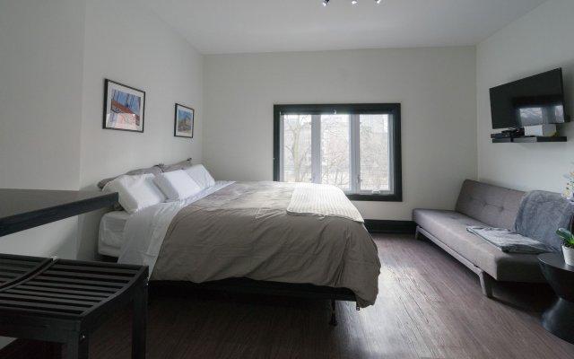 Applewood Suites - Queen West Studio