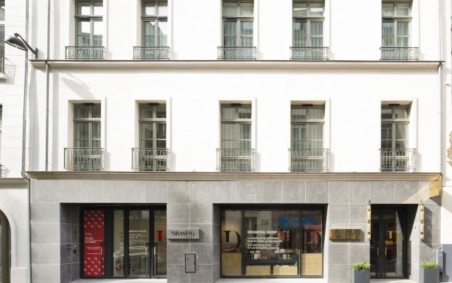 Отель DRAWING Париж вид на фасад