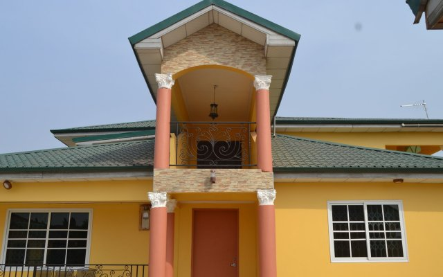 Отель Shenocho Properties вид на фасад
