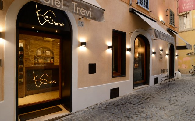 Trevi Hotel Рим вид на фасад