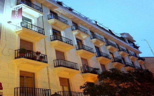 Отель Hostal Regio вид на фасад