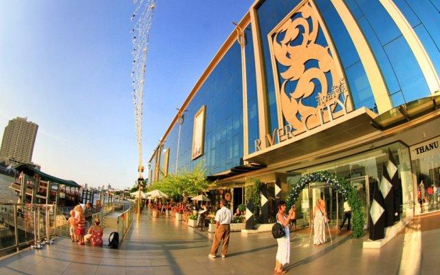 Green Box Hostel Бангкок вид на фасад
