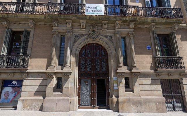 Отель Hostalin Barcelona Gran Via вид на фасад
