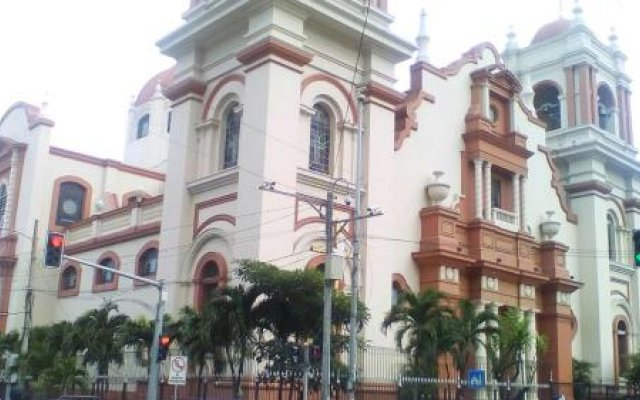 Отель Guesthouse Dos Molinos Сан-Педро-Сула вид на фасад