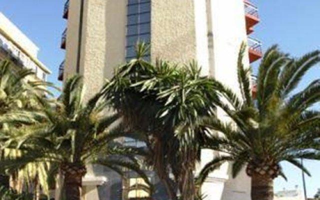 Hotel Avante Los Califas Торремолинос вид на фасад