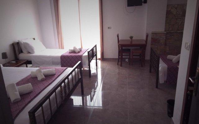 Отель John's Guesthouse Албания, Ксамил - отзывы, цены и фото номеров - забронировать отель John's Guesthouse онлайн комната для гостей