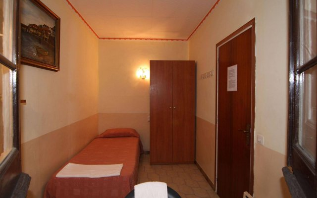 Отель Hostal Rembrandt Испания, Барселона - отзывы, цены и фото номеров - забронировать отель Hostal Rembrandt онлайн комната для гостей
