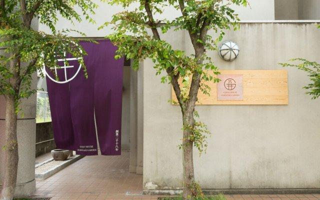 Отель GUESTHOUSE HAKOZAKI GARDEN - Hostel Япония, Фукуока - отзывы, цены и фото номеров - забронировать отель GUESTHOUSE HAKOZAKI GARDEN - Hostel онлайн вид на фасад