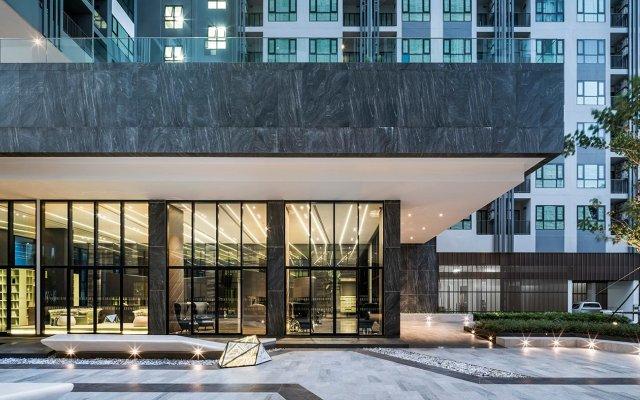 Отель THE BASE By FIONA Паттайя вид на фасад