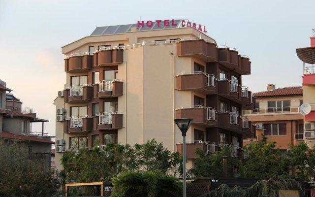 Отель Family Hotel Coral Болгария, Поморие - отзывы, цены и фото номеров - забронировать отель Family Hotel Coral онлайн вид на фасад