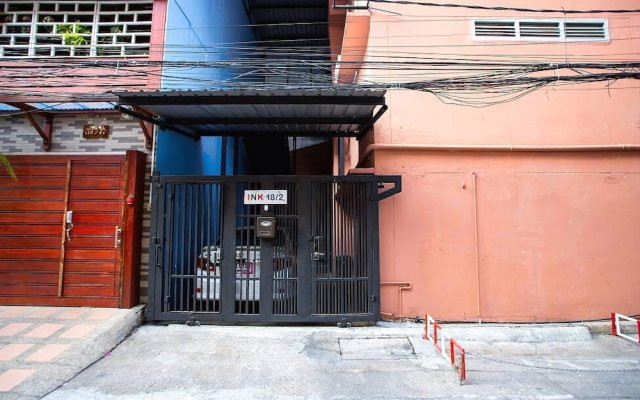 Ink 18/2 Hostel (Sukhumvit 22) Бангкок вид на фасад