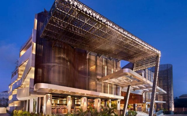 Отель Ramada by Wyndham Bali Sunset Road Kuta вид на фасад