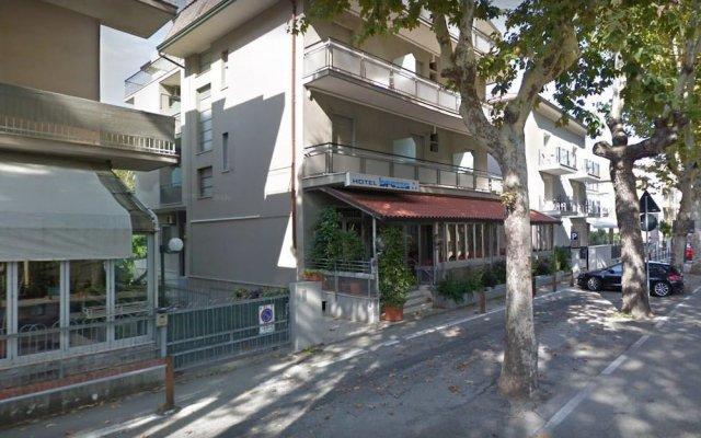 Hotel Brezza вид на фасад