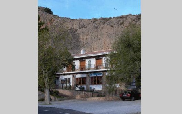 Отель La Higuera Испания, Гуэхар-Сьерра - отзывы, цены и фото номеров - забронировать отель La Higuera онлайн вид на фасад