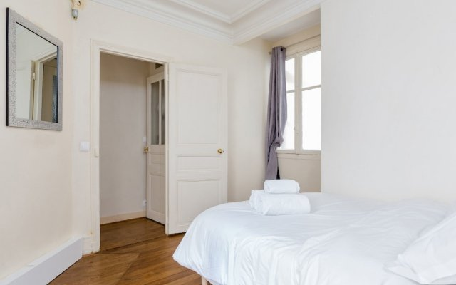 Апартаменты Arc de Triomphe Champs Elysees Apartment вид на фасад