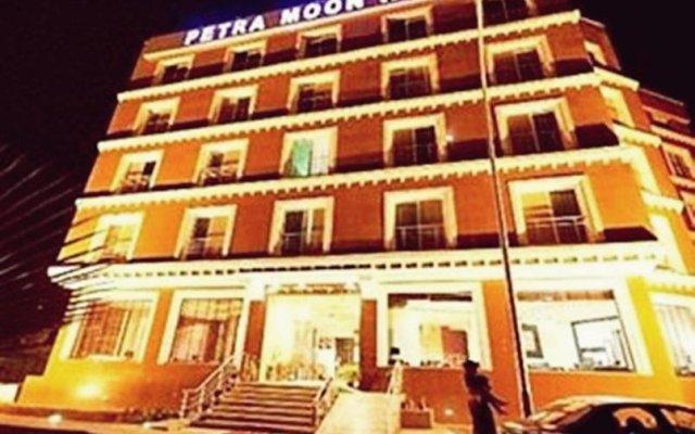 Отель Petra Moon Hotel Иордания, Вади-Муса - отзывы, цены и фото номеров - забронировать отель Petra Moon Hotel онлайн вид на фасад