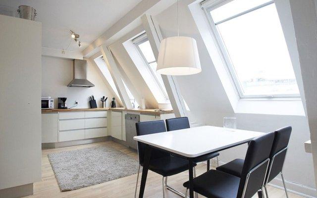 Отель Bright and Modern Apartment With a Rooftop Terrace in the Center of Copenhagen Дания, Копенгаген - отзывы, цены и фото номеров - забронировать отель Bright and Modern Apartment With a Rooftop Terrace in the Center of Copenhagen онлайн комната для гостей