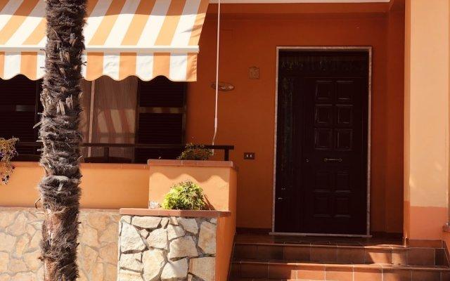 Отель B&B Armonia Кастрочьело вид на фасад