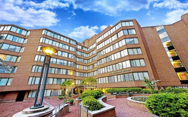 Отель Georgetown Suites вид на фасад