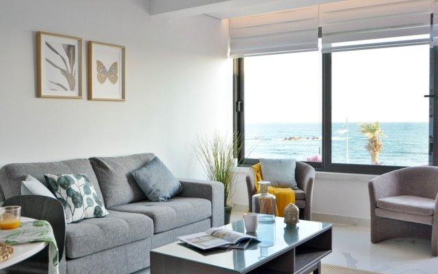 Phaedrus Living Seaview Luxury Marina Court 213