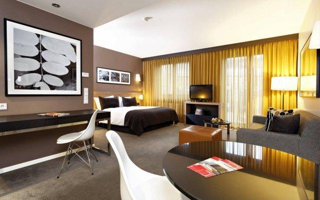 Adina Apartment Hotel Berlin Mitte Берлин комната для гостей