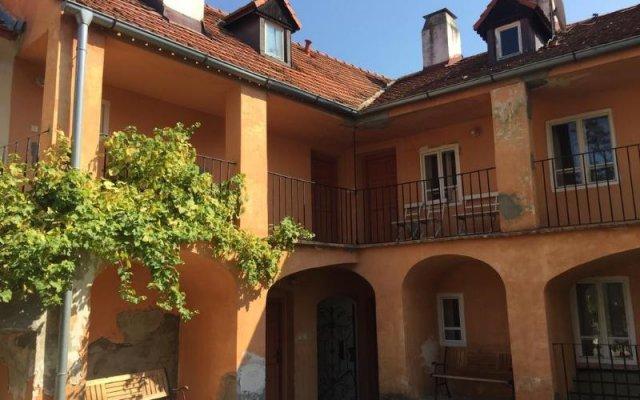 Отель At the Golden Plough Apartments Чехия, Прага - отзывы, цены и фото номеров - забронировать отель At the Golden Plough Apartments онлайн вид на фасад