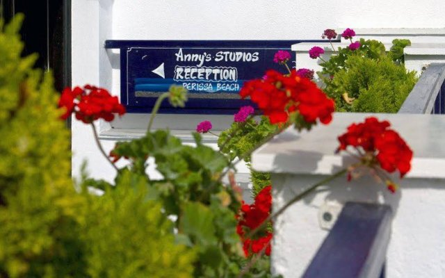 Отель Anny Studios Perissa Beach Греция, Остров Санторини - отзывы, цены и фото номеров - забронировать отель Anny Studios Perissa Beach онлайн вид на фасад