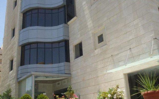 Elegant Hotel Suites Амман вид на фасад