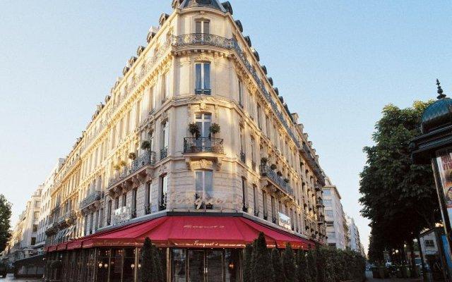 Отель Hôtel Barrière Le Fouquet's вид на фасад