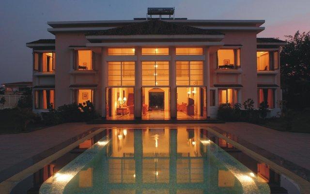 Отель The LaLiT Golf & Spa Resort Goa вид на фасад