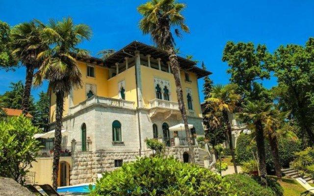 Отель Villa Astra Ницца вид на фасад