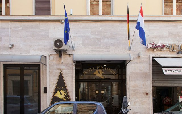 Отель Pyramid Италия, Рим - 9 отзывов об отеле, цены и фото номеров - забронировать отель Pyramid онлайн вид на фасад
