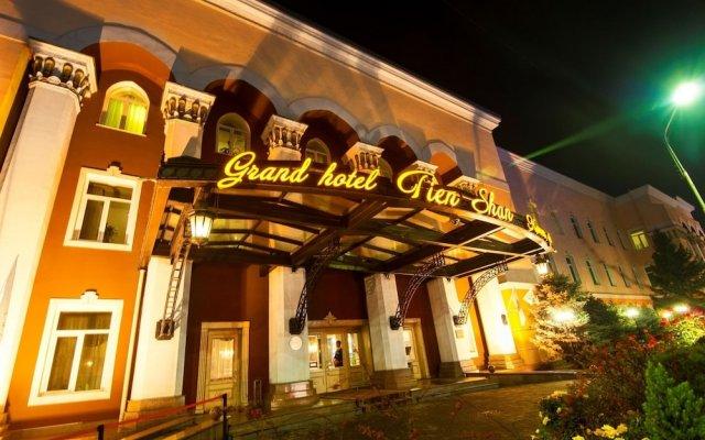 Гостиница Гранд-отель «Тянь-Шань» Казахстан, Алматы - 2 отзыва об отеле, цены и фото номеров - забронировать гостиницу Гранд-отель «Тянь-Шань» онлайн вид на фасад