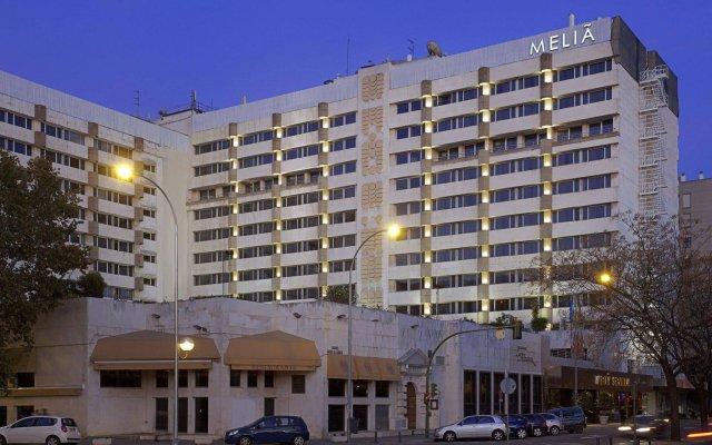 Отель Melia Sevilla вид на фасад