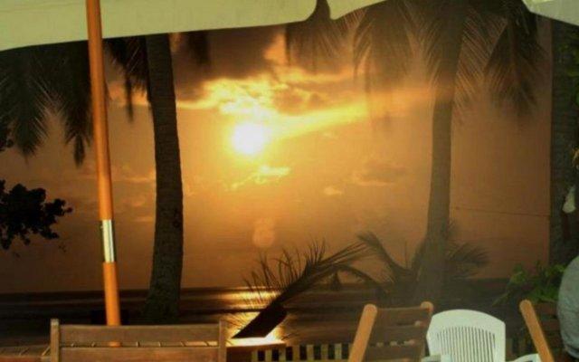 Отель Thulusdhoo Surf Camp Остров Гасфинолу вид на фасад