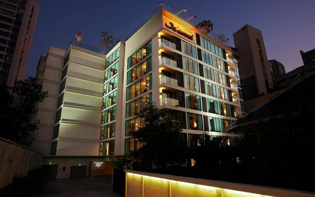 Отель Oakwood Residence Sukhumvit 24 Бангкок вид на фасад