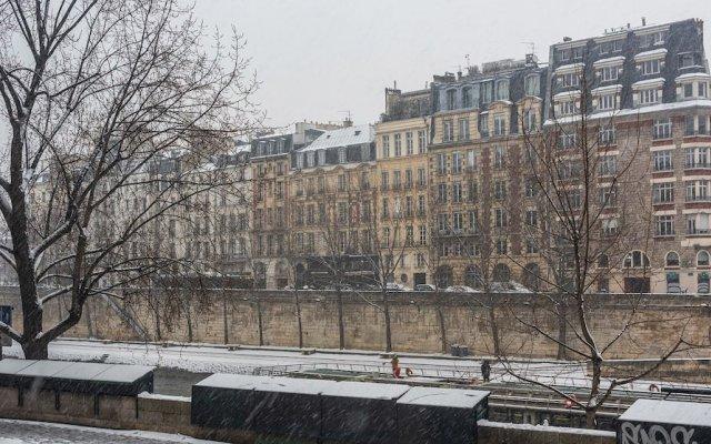 Отель Le Notre Dame - Duplex with Amazing View Париж вид на фасад