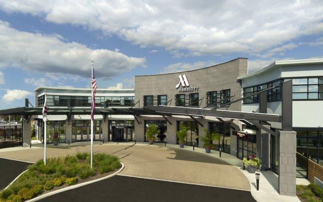 Отель Marriott Columbus University Area вид на фасад