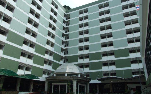 Ratchada City Hotel вид на фасад