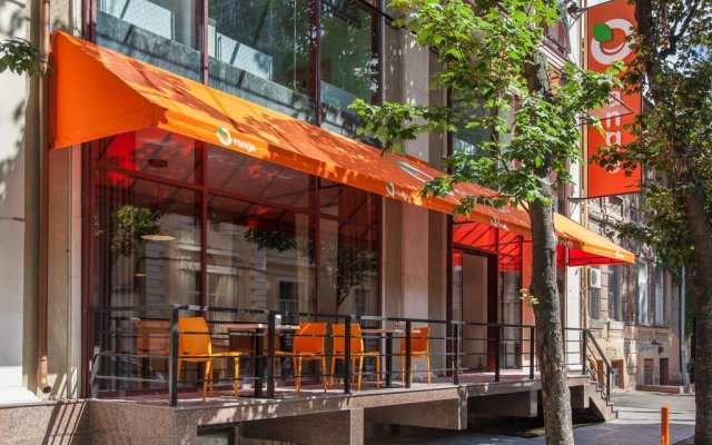 Orange Hotel вид на фасад