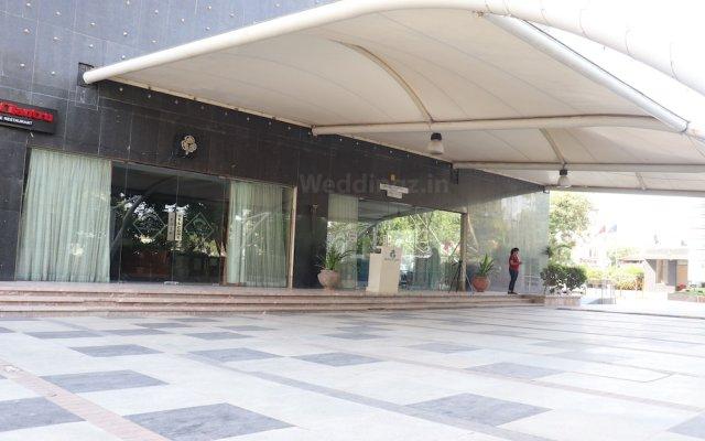 Отель Cambay Grand вид на фасад