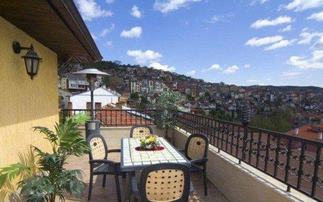 Отель Central Болгария, Велико Тырново - отзывы, цены и фото номеров - забронировать отель Central онлайн балкон