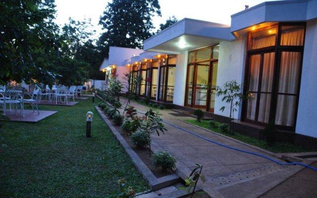 Отель Melbourne Tourist Rest Шри-Ланка, Анурадхапура - отзывы, цены и фото номеров - забронировать отель Melbourne Tourist Rest онлайн вид на фасад