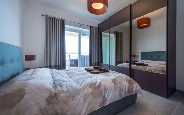 Seafront Luxury Apartment Incl Pool