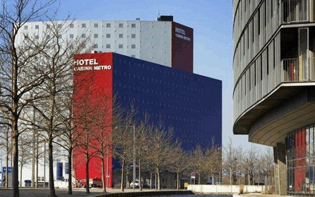Отель CABINN Metro Hotel Дания, Копенгаген - 10 отзывов об отеле, цены и фото номеров - забронировать отель CABINN Metro Hotel онлайн вид на фасад