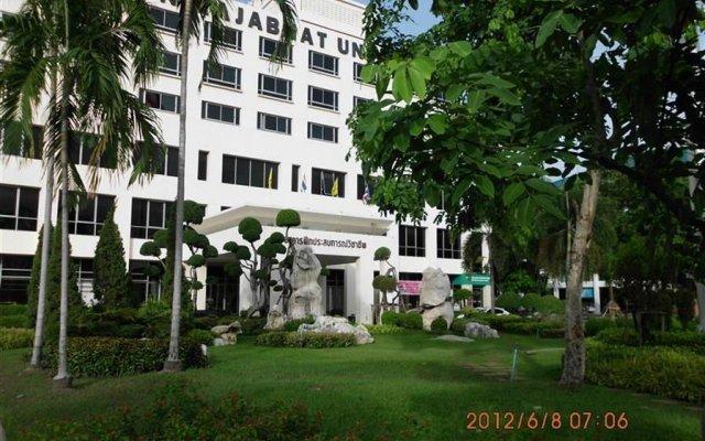 Отель Phranakhon Grand View Бангкок вид на фасад